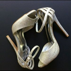 Qupid Womens Shoe 7.5 Silver Open Toe Ankle Strap